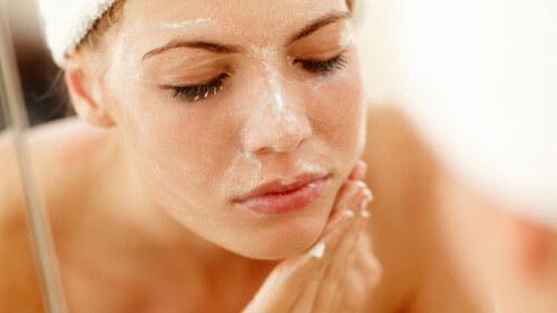 Kem tẩy da chết body và cách sử dụng hiệu quả