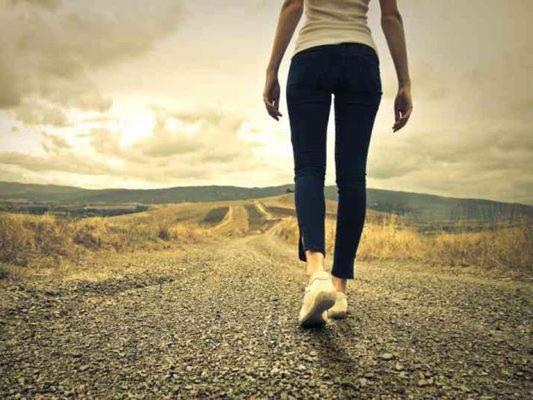 Mỗi ngày, chị em nên dành thời gian để đi bộ từ 30-60 phút